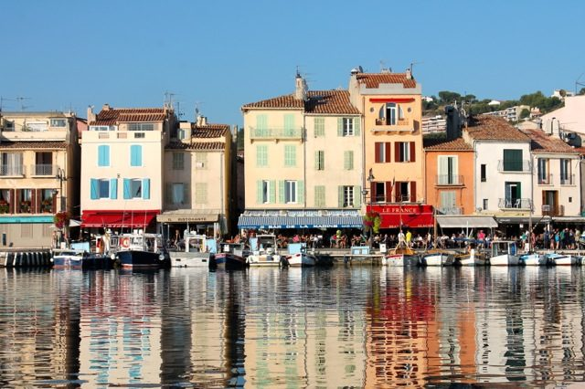 Bella Figura designer travels: calligrapher Sarah Hanna is currently splitting her time between California and the beautiful village of Cassis, France