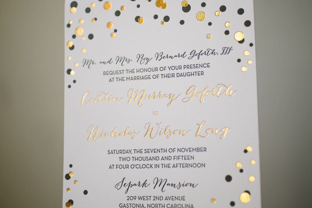 Festive dots wedding invitations in black and gold | Bella Figura