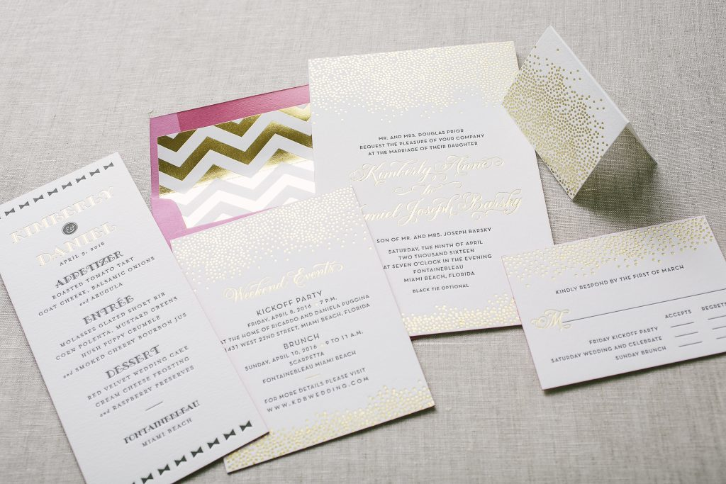 Bubbly black and gold wedding invitations | Bella Figura