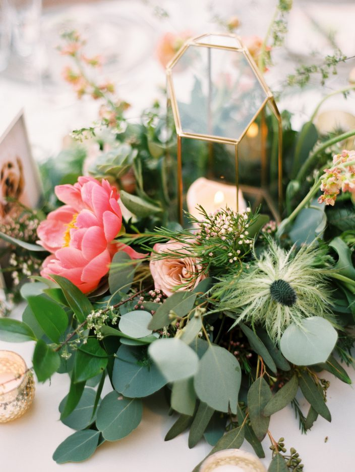 Romantic floral wedding centerpieces | Photos by Rachel Solomon photography