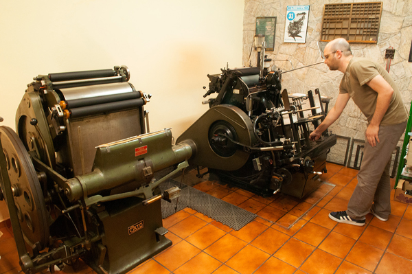 Marcelo at work on the shop's Heidelberg windmill