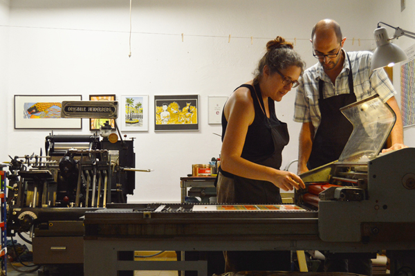Gaby and Elies of Granja Grafica add ink to their Korrex (cylinder) press.