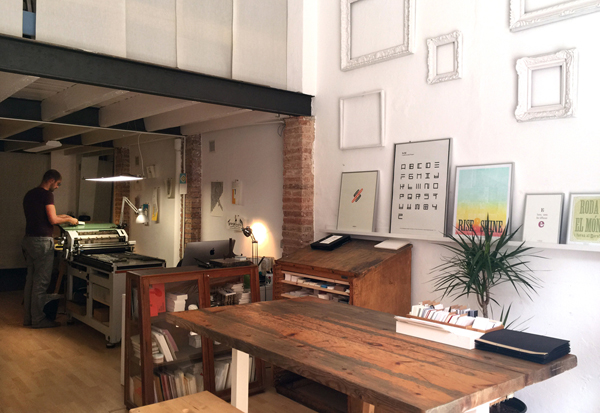The clean printshop of Granja Grafica is inviting and spacious. Lucky!